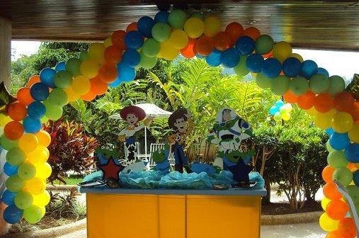 Decoración de fiesta infantil de woody - Imagui